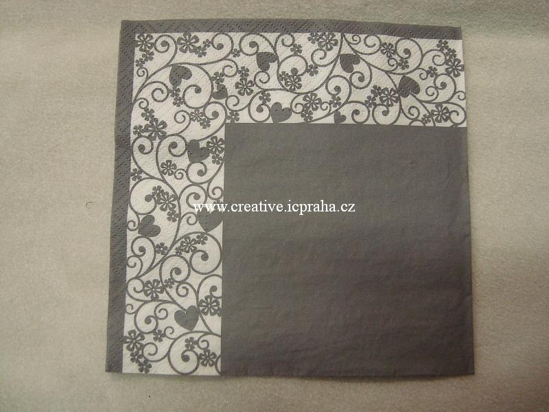 šedý s bordurou z ornamentů a srdíček TETE PAW