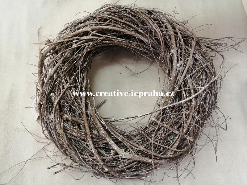 věnec z větví pletený hnědo/bílý - 30cm
