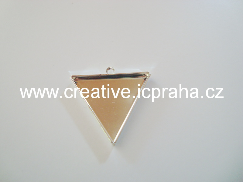 lůžko s očkem trojúhelník 26mm KA 10-06 stř.