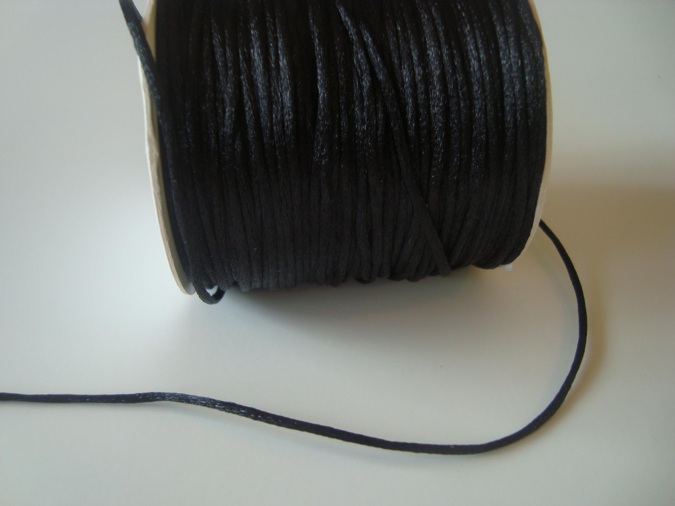 Saténová šňůrka kulatá 1,5mm - černá