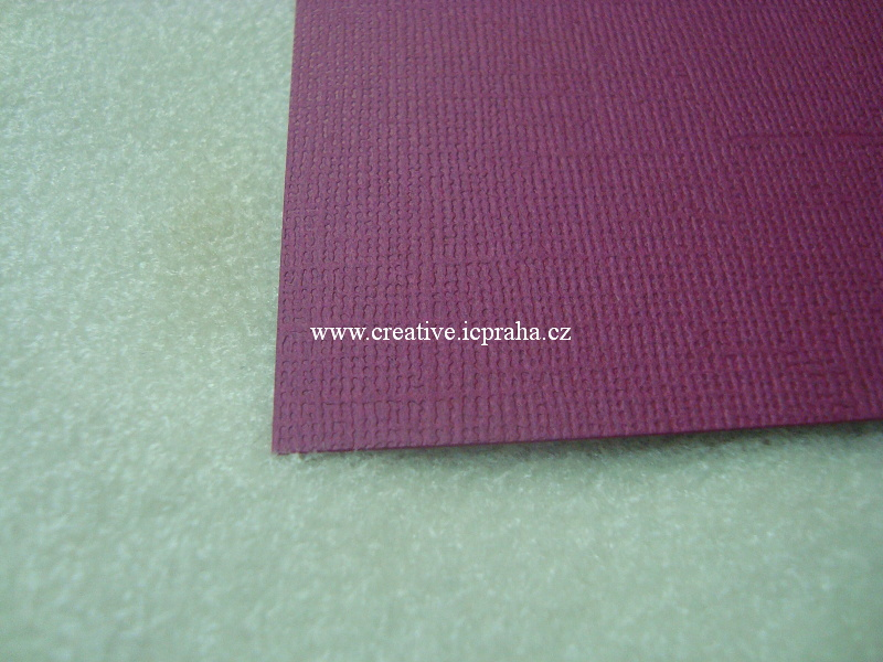 papír 30x30cm struktura 220g/m2 - Lilek