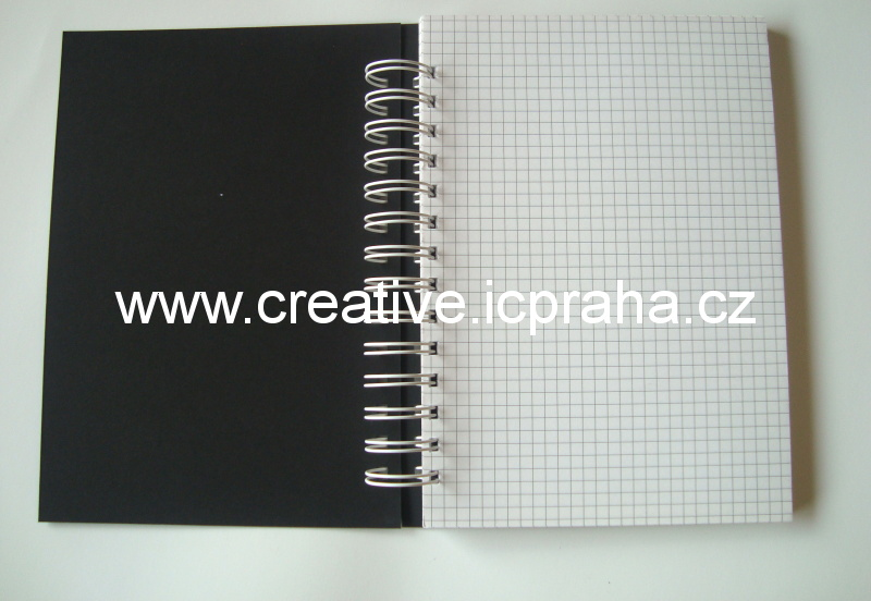 zápisník A5 černé desky 100listů/čtverečky