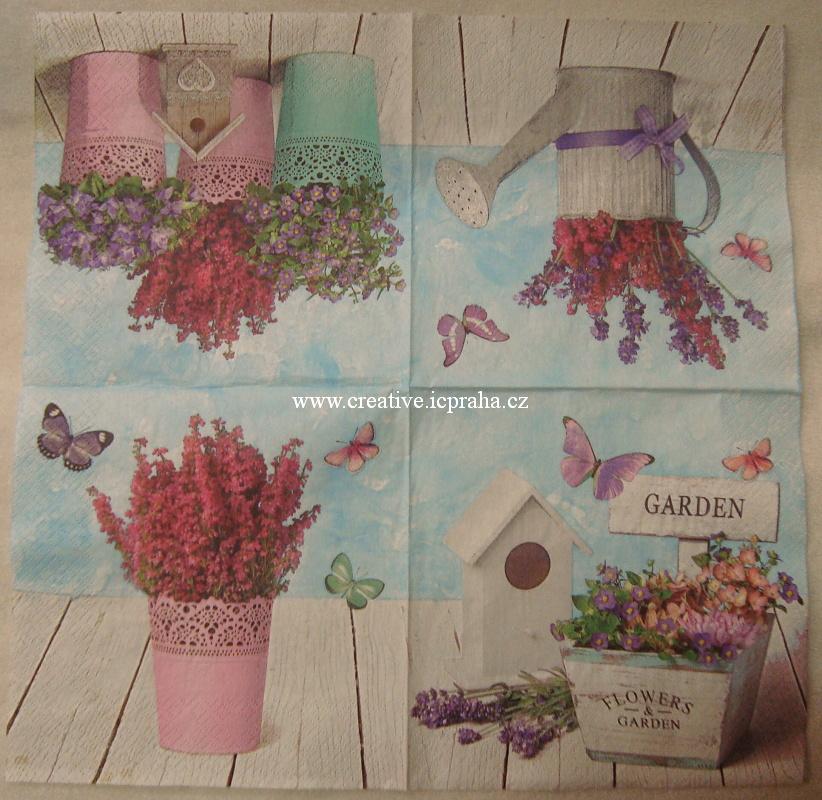 budka,květiny a motýli MAKI