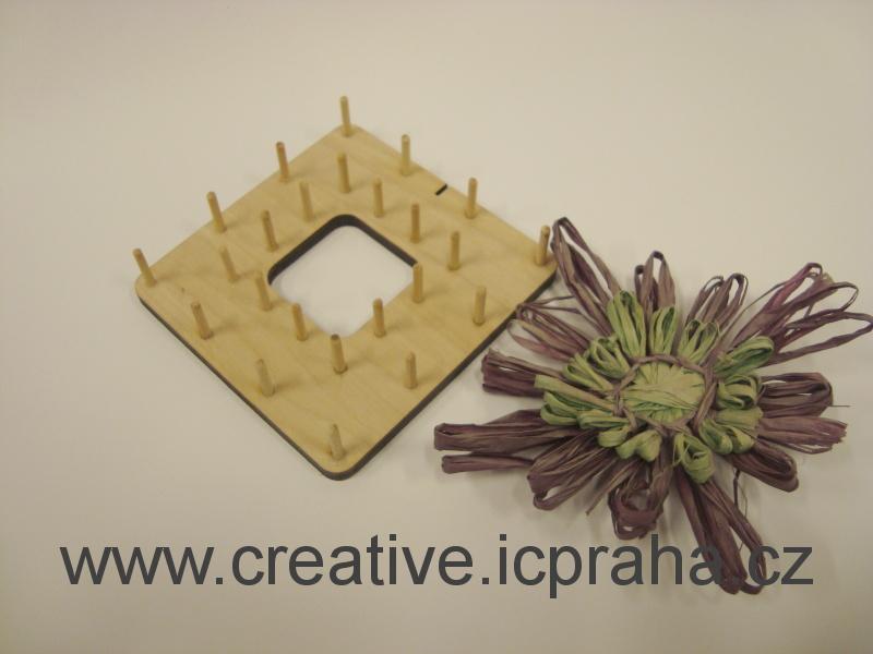 dřevěná forma na lýkové kytky - čtverec 9x9cm