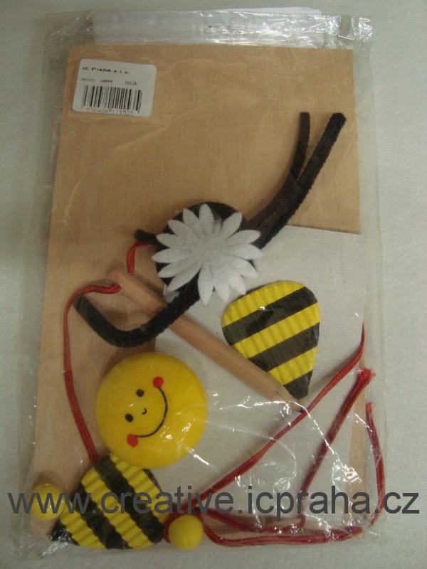 zápisník se včelkou