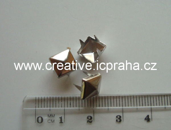 cvok čtverec 8x8mm platina